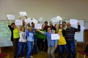 Zertifikatsverleihung an die hochzufriedenen TeilnehmerInnen am Dynamic-Facilitation Methodentraining